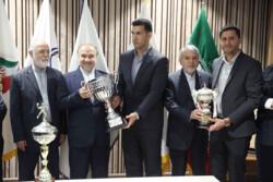 اهدای کاپهای قهرمانی فدراسیون هندبال به موزه کمیته ملی المپیک