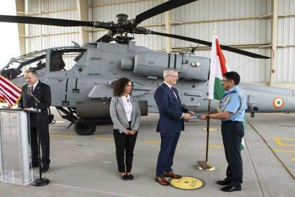 امریکہ نے پہلا اپاچی ہیلی کاپٹر ہندوستان کے حوالے کردیا