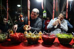 ليالي رمضانية عامرة في زقاق الفلافل بطهران /صور