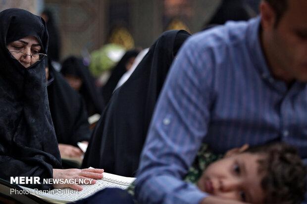 جزء خوانی قرآن کریم در حرم مطهر رضوی