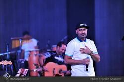 Iranian pop singer Behnam Safavi performs at Tehran's Milad Tower on October 9, 2015. (Honaronline/Farzan Qasemi)