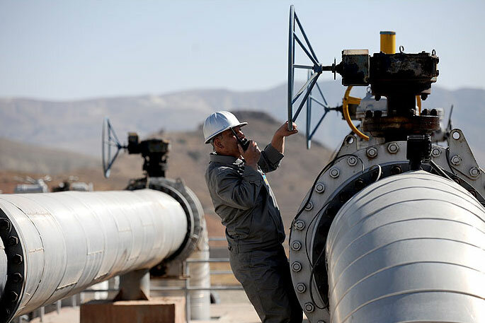 Iran seeks to revive oil pipeline across Iraq to Syria amid