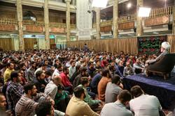 تہران کی مسجد حضرت امام صادق (ع) میں رمضان کی راتوں میں مناجات