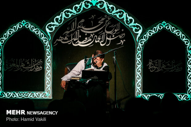 Religious hymns in nights of Ramadan in Tehran's Imam Sadiq (AS) Mosque