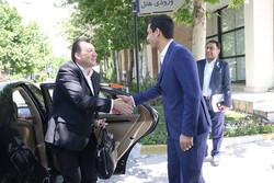 ویلموتس مربی پروازی نیست و در ایران مستقر میشود