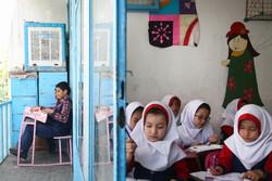 دانشآموزانی که در یکوجب جا تحصیل میکنند