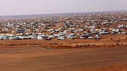 US hinders evacuation of displaced from al-Rukban Camp, steals Syrian oil