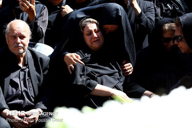 İranlı şarkıcı son yolculuğuna uğurlandı