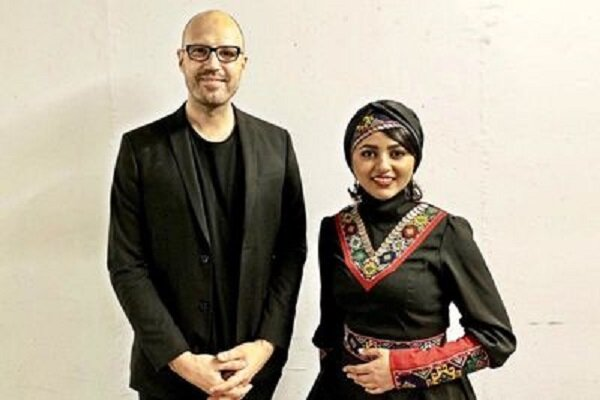 Iranian Dotar player performs with Schiller in Arena Tour