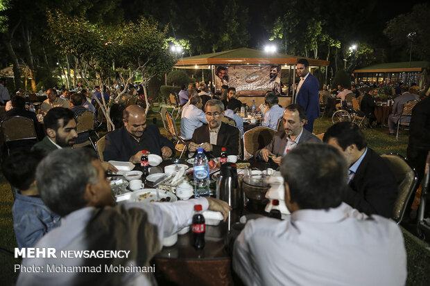 مراسم افطار رزمندگان اردوگاه تخريب لشگر 43