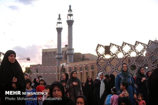 افطاری ساده و جزء خوانی قرآن کریم در میدان امام حسین (ع)