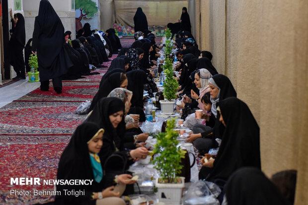 افطاری ساده در حرم عبدالعظيم حسنی