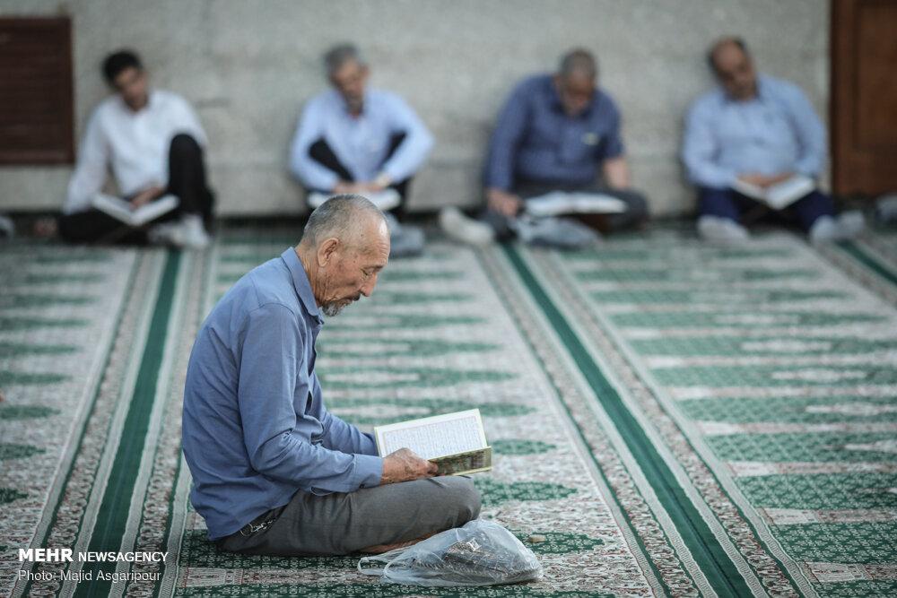 جزء خوانی قرآن کریم در حرم حضرت عبدالعظیم(ع)