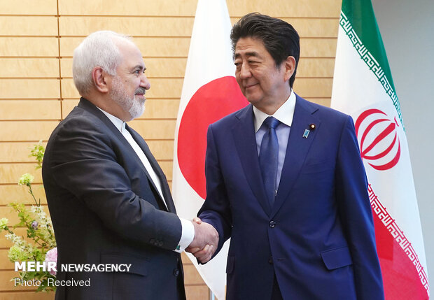 Iran's Zarif meets with Japan's Abe