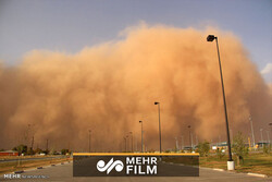 VIDEO: Sandstorm sweeps across Iranian city of Yazd
