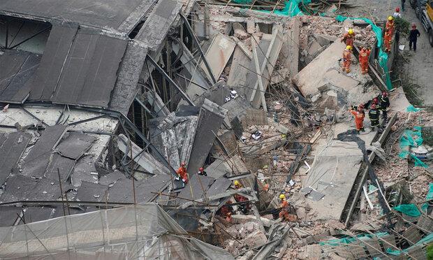 چین کے شہر شنگھائی میں عمارت گرنے سے 10 افراد ہلاک