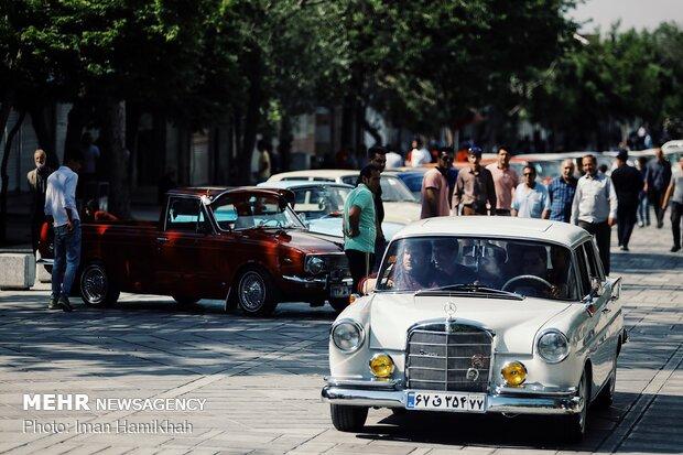 Vintage cars to drive around Tehran on Wed.