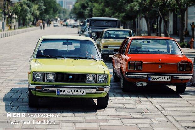 Hemedan'da klasik arabalar sergilendi