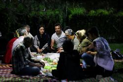 Tahran'da açık havada iftar