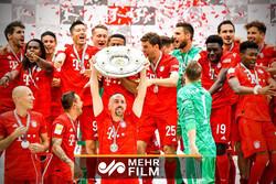 اهدای جام قهرمانی بوندسلیگا به بایرن مونیخ ۱۹-۲۰۱۸