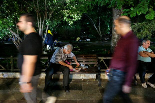 موائد افطار في حدائق طهران