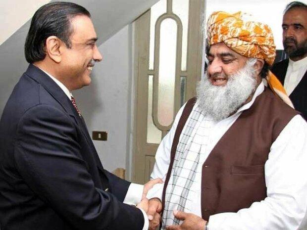 پاکستان میں اپوزیشن رہنماؤں کا حکومت کے خلاف تحریک چلانے پر غور