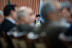 Representatives from economic sectors meet with judiciary chief