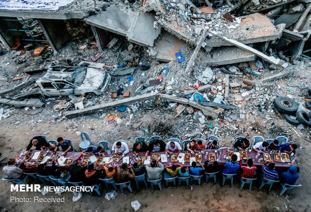 VIDEO: Iftar banquet in Gaza on rubble of building destroyed by Israeli regime
