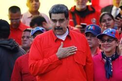 مادورو يفتح الحدود مع كولومبيا