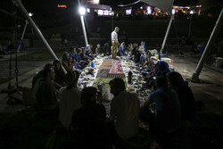 تہران کے پل طبیعت پر افطار کا اہتمام