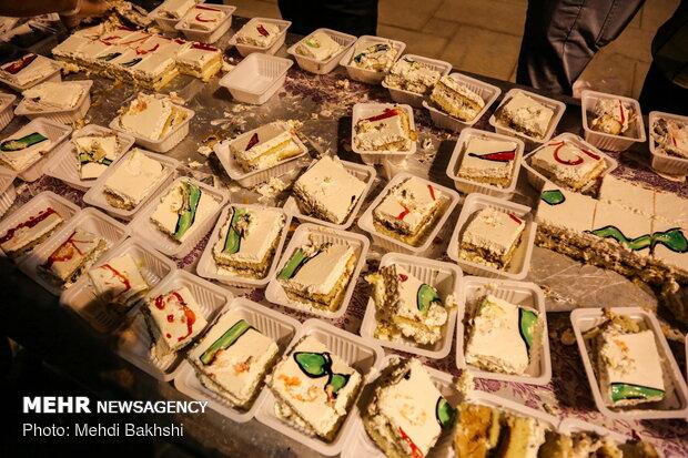 توزیع کیک ۱۰۰ متری به مناسبت میلاد امام حسن مجتبی(ع) در قم