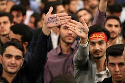 قائد الثورة الإسلامية يستقبل حشداً من طلبة الجامعات /صور