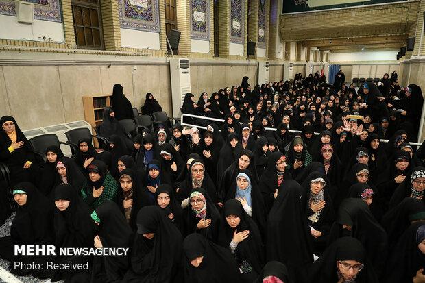 قائد الثورة الإسلامية يستقبل حشداً من الطلاب