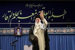 تسبیح ترتبت در دست و عکس شهید نادر مهدوی کنار دست/ شب کف زدنهای مرتب در بیت رهبری