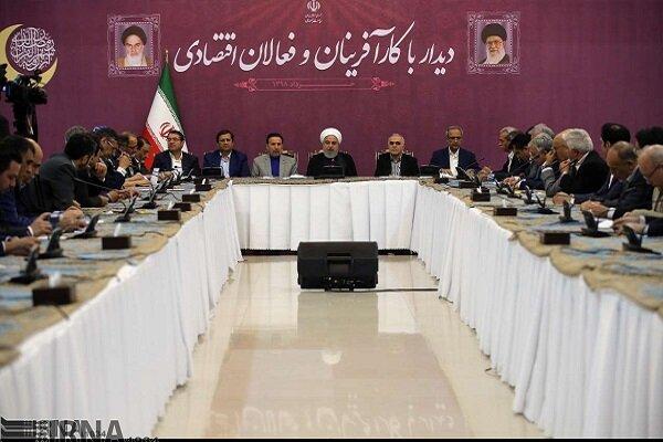 Ruhani, ülkedeki iş adamlarıyla görüştü