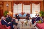 ظريف يبحث مع رئيس الوزراء الباكستاني التعاون الثنائي في مختلف المجالات