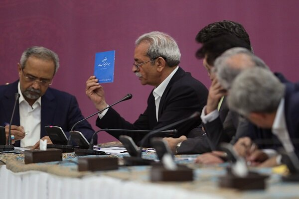 کتابچه آبی رنگ، نماد وعدههای فراموششده دولت روحانی