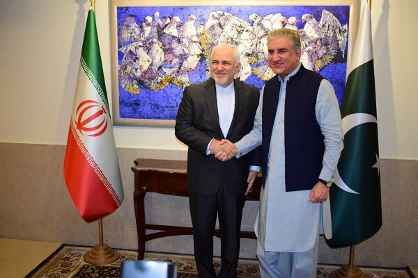 Zarif meets with Pakistani counterpart in Islamabad