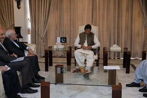 Zarif meets with Imran Khan, stresses linking Chabahar with Gwadar
