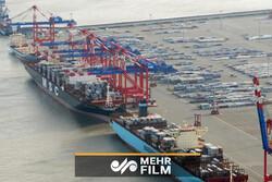صف کشتیهای خارجی در بندر امام خمینی(ره) برای تخلیه کالای اساسی