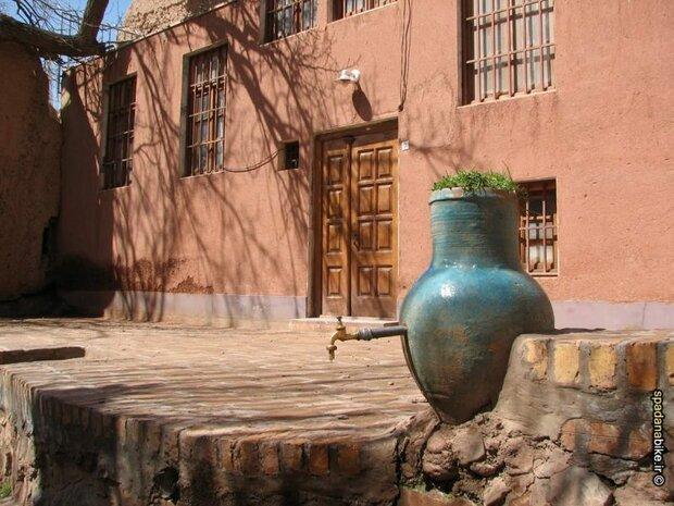 """قرية """"أبيانة"""" في محافظة """"أصفهان"""" واحدة من أكثر القرى استثنائية في إيران"""