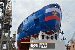 Rusya, yeni nükleer buzkıran gemisini suya indirdi