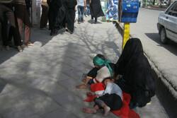 درآمد بالای متکدیان تهران مانع کنار گذاشتن تکدی گری آنها می شود