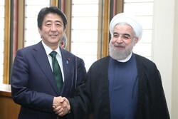 Araghchi delivers Pres. Rouhani's message to Japanese PM