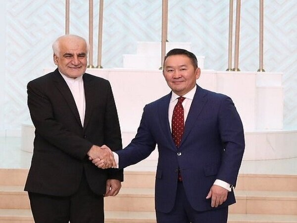 Iran's accredited envoy submits credentials to Mongolian President