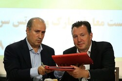 VIDEO: Marc Wilmots officially signs with Iran