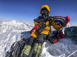 کوهنورد اصفهانی به قله اورست صعود کرد