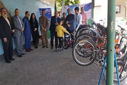 تعدادی دوچرخه به دانش آموزان شهر قدس اهدا شد
