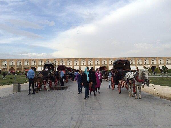 """موسم الربيع في """"أصفهان"""".. فسيفساء بديعة تُضفي جمالا على السياحة في أصفهان"""