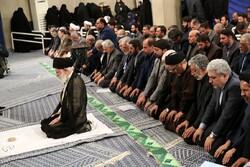 قائد الثورة الإسلامية سيؤمّ الملصين في صلاة عيد الفطر السعيد